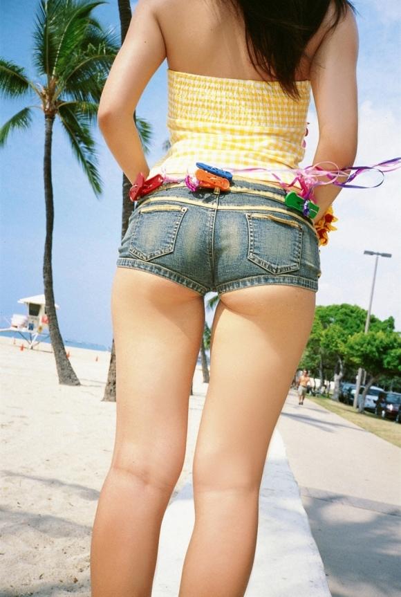 【着衣エロ画像】暑くなってくるとホットパンツ姿が多くなってくるから期待しちゃうwwwwwww【画像30枚】20_2019042402120735c.jpg