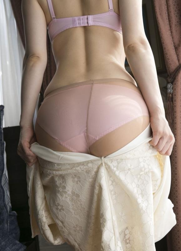 自分の服を脱いでる女の子がエロくてたまらないwwwwwww【画像30枚】20_20190609221423995.jpg