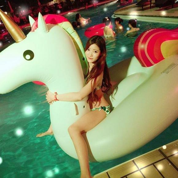 夏の夜に素人女子の水着姿を拝めるナイトプールに行かない手はない!wwwwwww【画像30枚】20_201906180115385b4.jpg