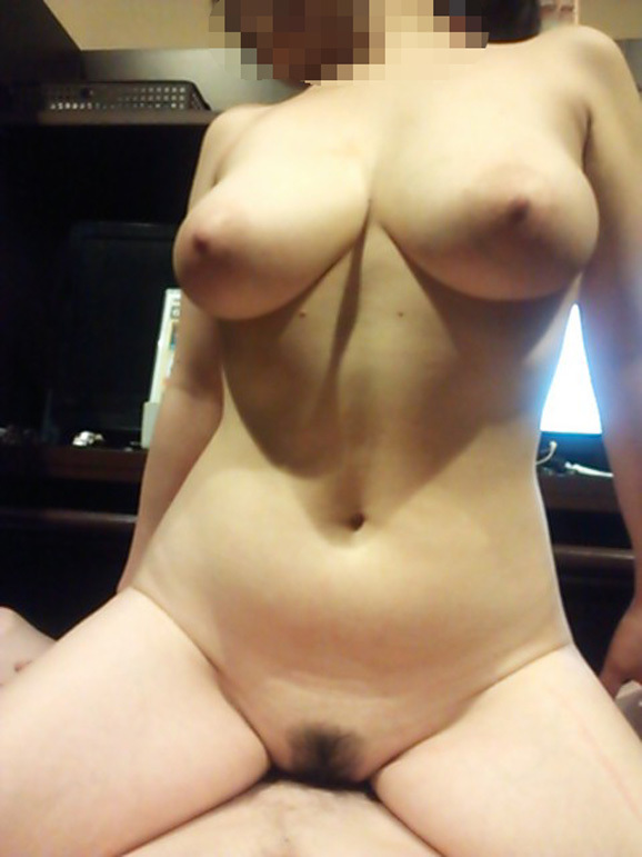 【流出画像】騎乗位セックスに没頭してる彼女を撮った画像をくっそエロくてたまらんwwwwwww【画像30枚】20_20190715202743e5f.jpg