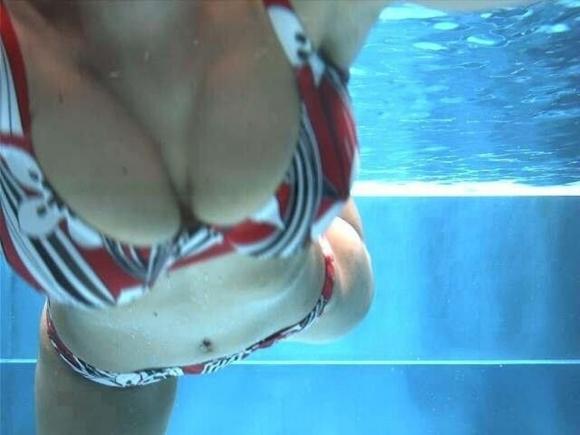 【水中画像】水の中に漂ってる女の子の体がくっそエロいwwwwwww【画像30枚】20_201907170052320fd.jpg