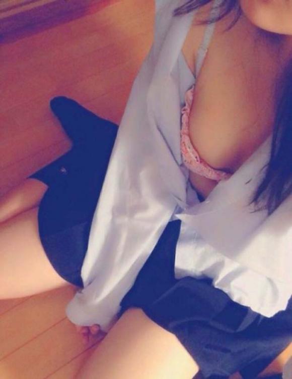 【JKおっぱい画像】フレッシュな女子校生のおっぱいに触りたくて仕方ないwwwwwww【画像30枚】20_20190807013544894.jpg