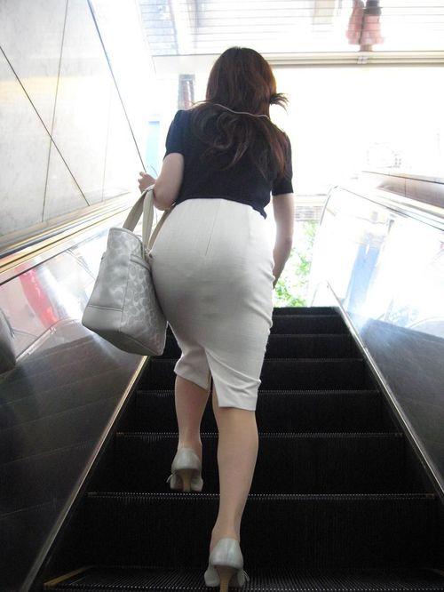 女の子の後ろにポジションとると絶対におしりをガン見してしまうwwwwwww【画像30枚】20_20191005223741482.jpg