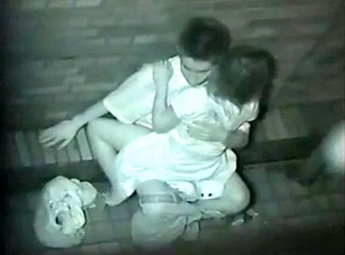 【野外露出】赤外線だから見れるカップルの野外セックスが激しすぎるwwwwwww【画像30枚】20_20191022222956d9e.jpg