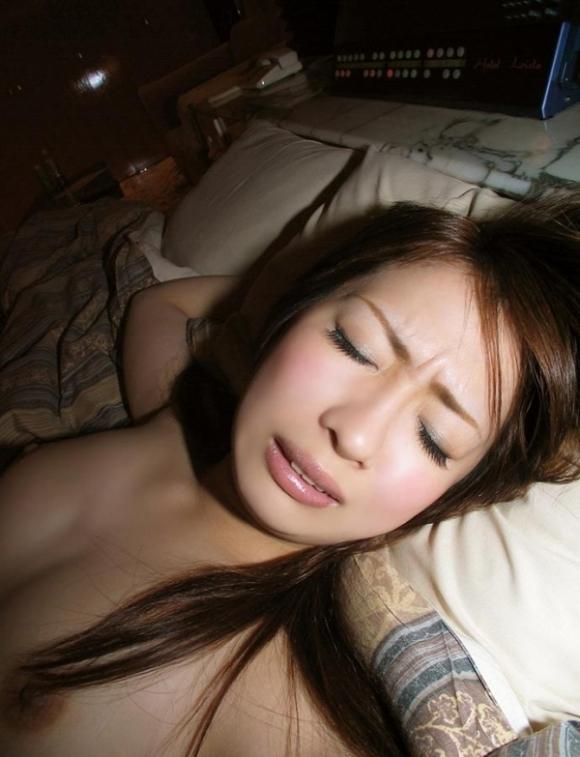 セックスの時に恍惚な表情をする女の子って頑張ってあげたくなっちゃうwwwwwww【画像30枚】20_20191211231435504.jpg