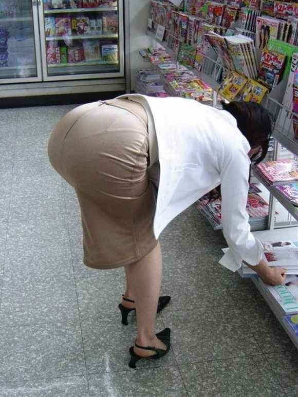 OLさんのタイトスカートがくっそエロいwwwwwww【画像30枚】21_201811061720081b3.jpg