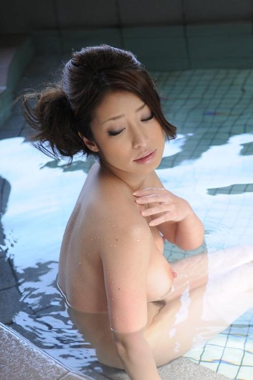 【おっぱい】温泉に浸かってるおっぱいに和の心を感じるwwwwwww【画像30枚】21_20181204201343ebc.jpg