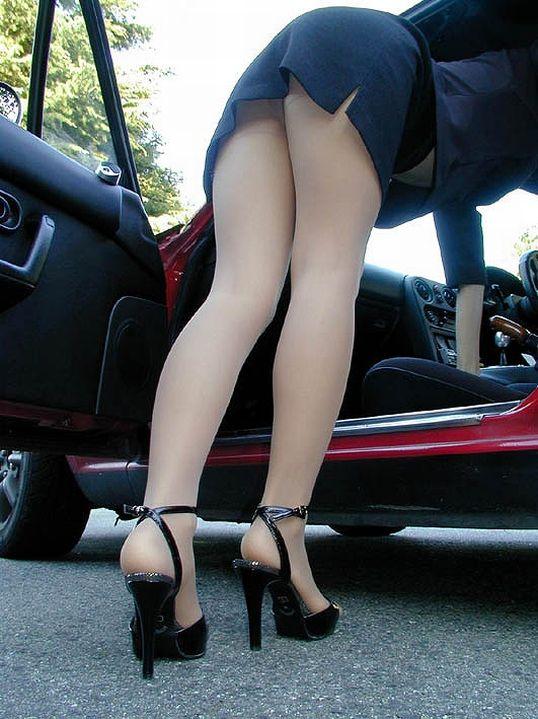 車に乗るときはパンチラしやすい法則を発見したったwwwwwww【画像30枚】21_20181216020725eb3.jpg
