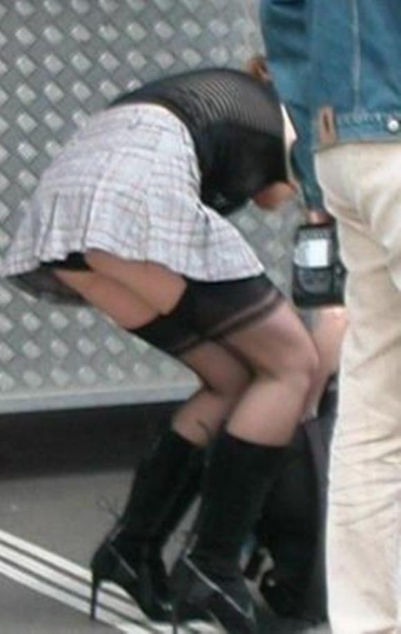 パンチラをすぐしちゃうスカートはマジで注意!wwwwwww【画像30枚】21_20181217002832baf.jpg