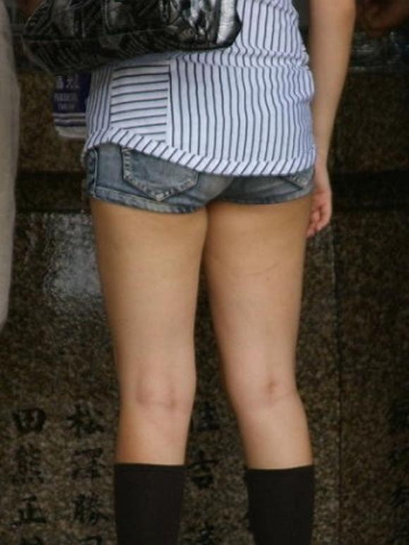 短パン履いてる女の子は色々見えちゃってるからエロすぎるwwwwwww【画像30枚】21_20181221013725dbc.jpg