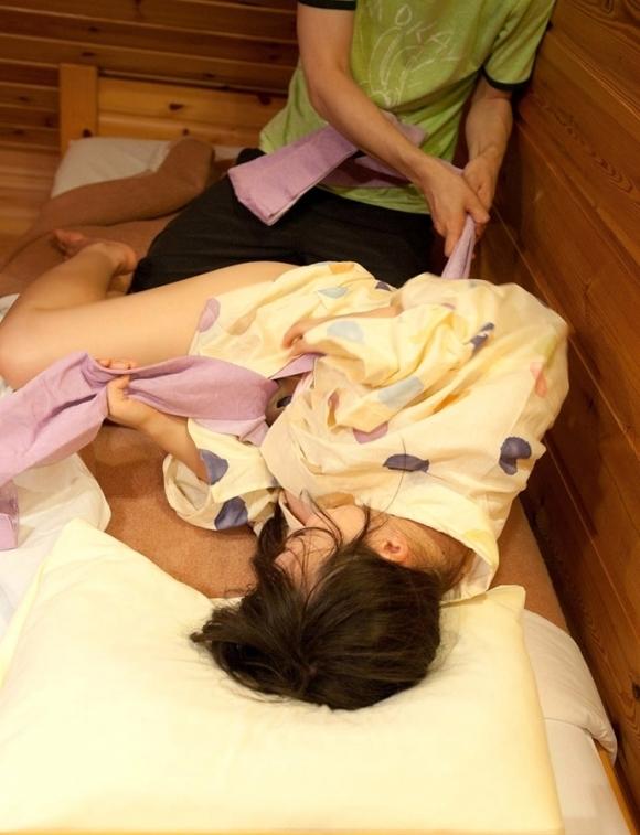 浴衣の女の子にエロいコトをするのが温泉旅行の楽しみwwwwwww【画像30枚】21_20190312015636f24.jpg