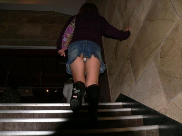 スカート短い女の子見ると下からパンツ見たくなってたまらなくなるwwwwwww【画像30枚】21_201903250027211d9.jpg