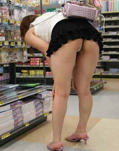 短いスカートを履いてパンチラさせにきてる女の子wwwwwww【画像30枚】21_20190502014512a06.jpg