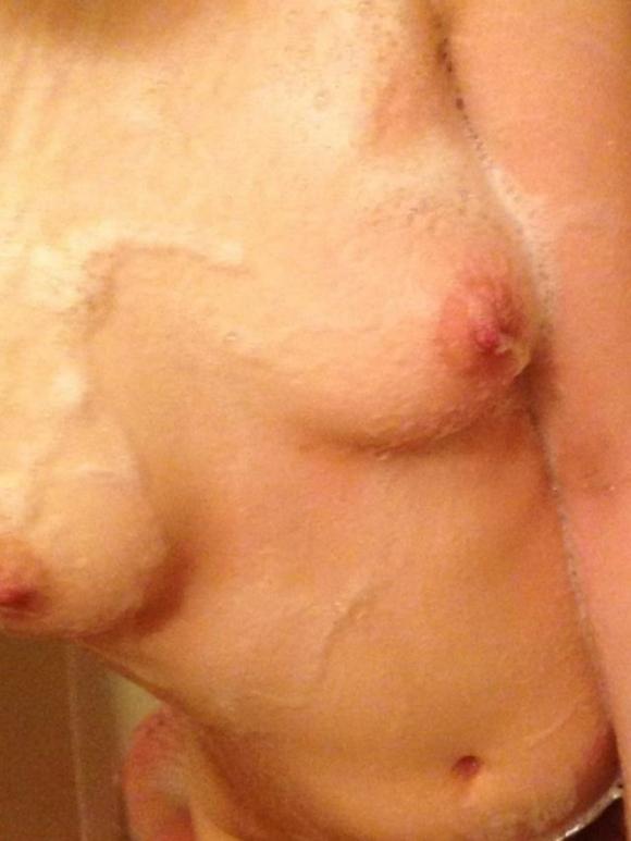 【自撮りエロ画像】お風呂に入ってる時に自撮りするなんて反則でしょwwwwwww【画像30枚】21_20190530012839b6b.jpg