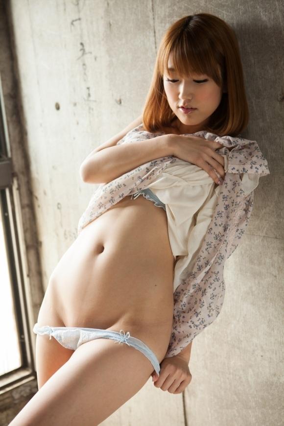 自分の服を脱いでる女の子がエロくてたまらないwwwwwww【画像30枚】21_2019060922150042b.jpg