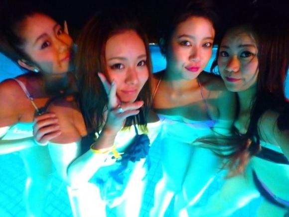 夏の夜に素人女子の水着姿を拝めるナイトプールに行かない手はない!wwwwwww【画像30枚】21_20190618011608173.jpg