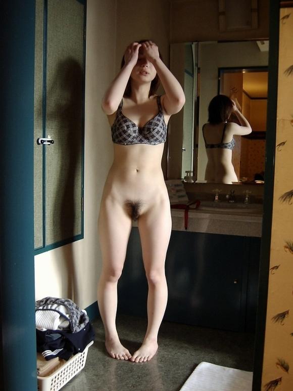 【流出画像】無防備に下着をつけ直してる素人女子って99.9999%の男子が興奮する説wwwwwww【画像30枚】21_201912032254555be.jpg