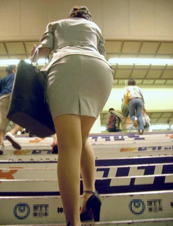 仕事始めでOLのタイトスカートを久しぶりに見れるのが唯一の楽しみwwwwwww【画像30枚】21_202001042210213a3.jpg