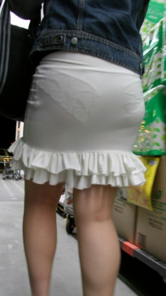 パンツ透けてる状態で外出歩く女の子の神経wwwwwww【画像30枚】22_20181018160150dc6.jpg