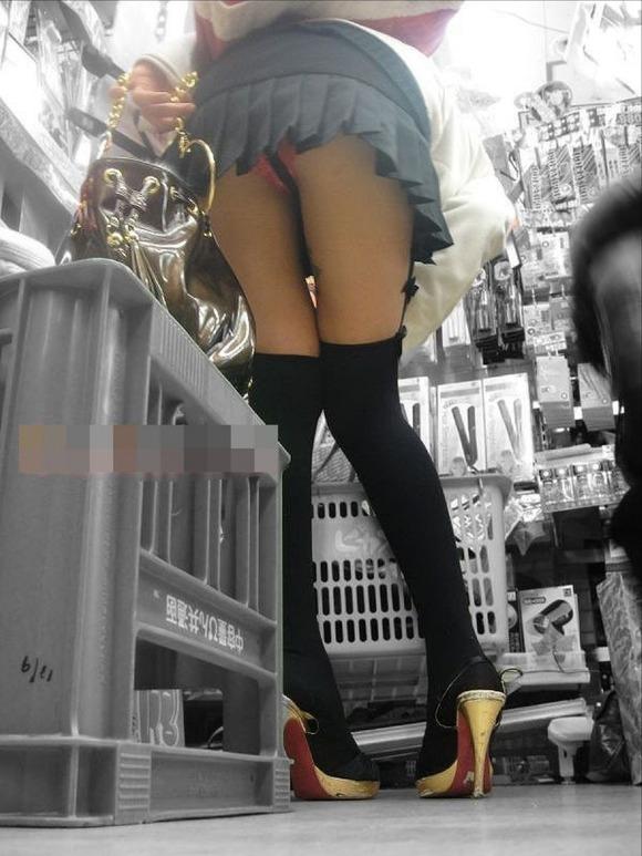 男なら絶対に見たいと思う女の子のパンチラ画像を貼ってくwwwwwww【画像30枚】22_20181103021020f44.jpg