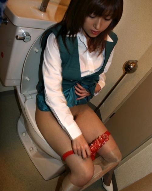 トイレで撮られた女の子の恥ずかしい写真wwwwwww【画像30枚】22_20181124230309161.jpg