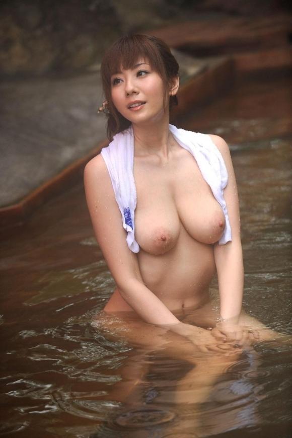 【おっぱい】温泉に浸かってるおっぱいに和の心を感じるwwwwwww【画像30枚】22_20181204201344391.jpg