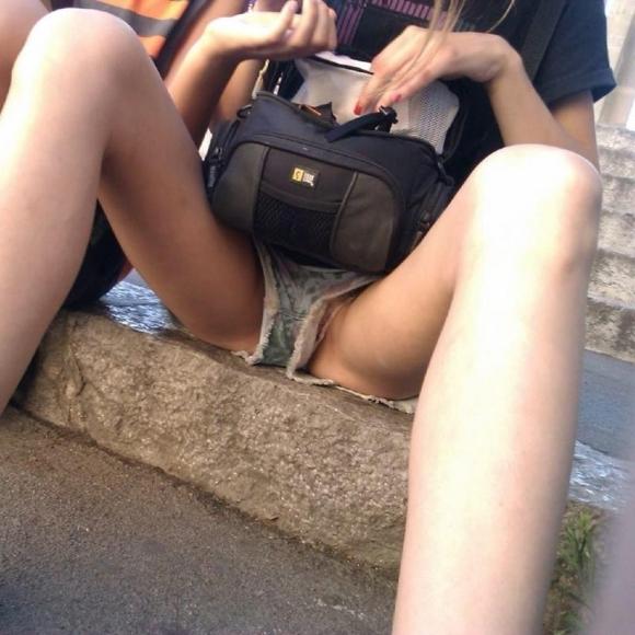 短パン履いてる女の子は色々見えちゃってるからエロすぎるwwwwwww【画像30枚】22_201812210137265f6.jpg