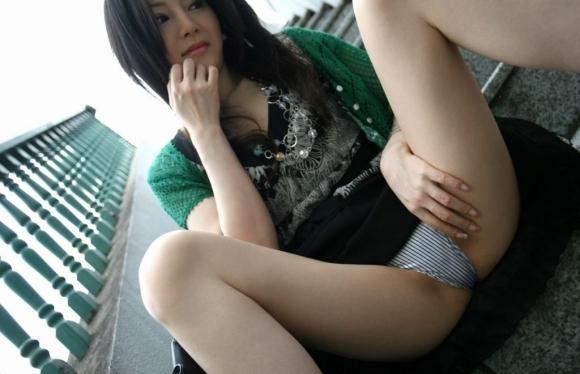 【大開脚】お股をおっぴろげておまんこアピールしてくる女の子wwwwwww【画像30枚】22_20190127150321909.jpg