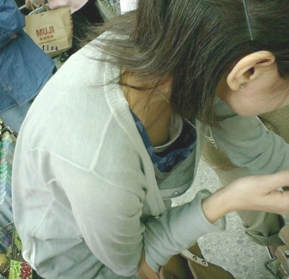 【浮きブラ盗み撮り】おっぱいが小さい女の子は大抵乳首が見えちゃってる件wwwwwww【画像30枚】22_20190419012655917.jpg