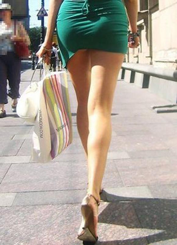 短いスカートを履いてパンチラさせにきてる女の子wwwwwww【画像30枚】22_20190502014514d84.jpg