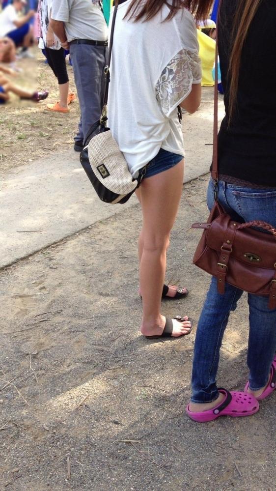 ホットパンツ履いてる女の子の脚を見つけたらずっと目で追ってしまうwwwwwww【画像30枚】22_2019060402124739f.jpg