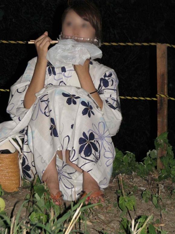 【花火大会】浴衣の女の子がいっぱいいたんだけどみんな透けてたりパンチラしてたりしてヤバかったwwwwwww【画像30枚】22_20190812231335c6a.jpg