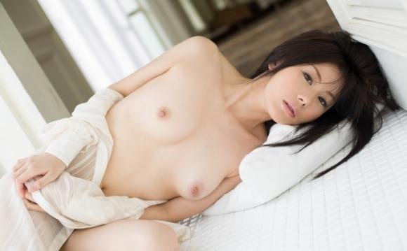 可愛い女の子にベッドから誘われたら仕事行きたくなくなるwwwwwww【画像30枚】22_201911092238586c6.jpg