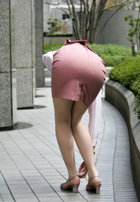 仕事始めでOLのタイトスカートを久しぶりに見れるのが唯一の楽しみwwwwwww【画像30枚】22_20200104221023edd.jpg