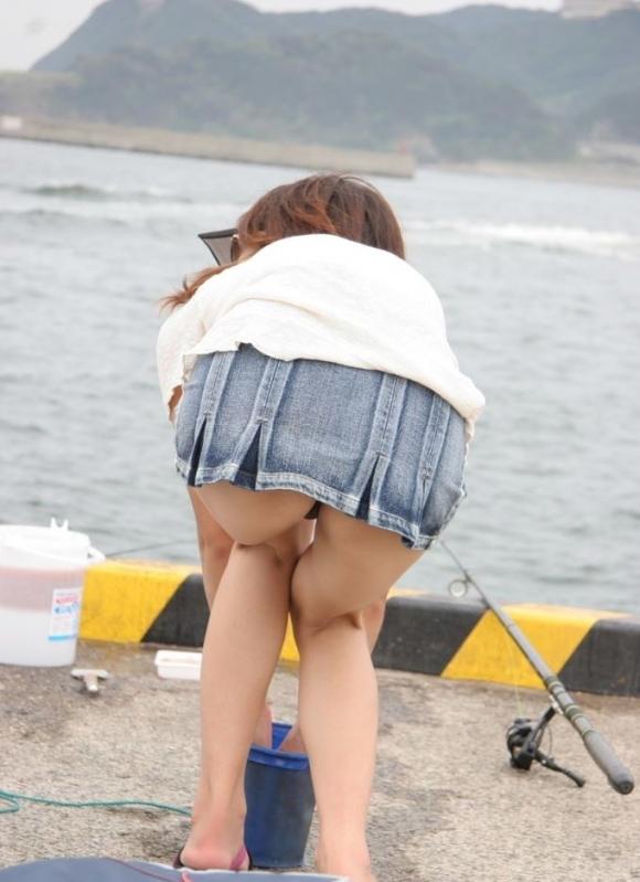 パンチラをすぐしちゃうスカートはマジで注意!wwwwwww【画像30枚】23_2018121700283532a.jpg