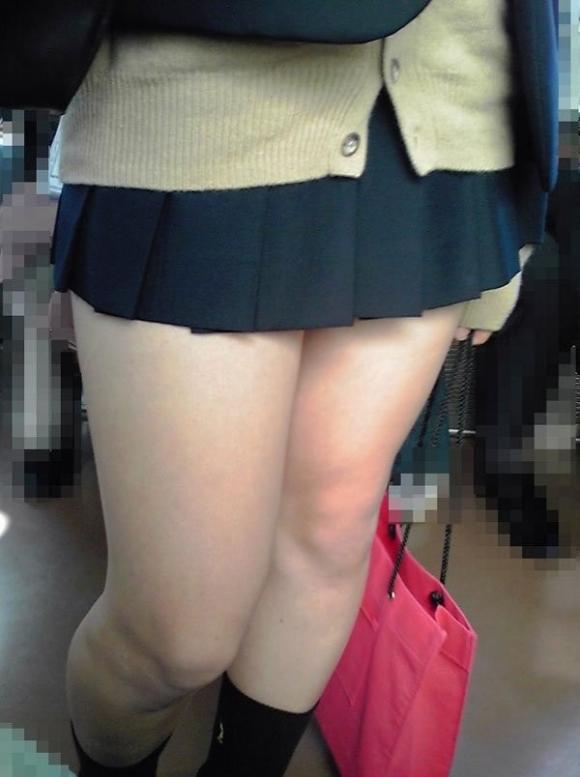 【女子校生】若くてスベスベなJKの太ももを見ないヤツって世の中にいるの?wwwwwww【画像30枚】23_201903101700190d9.jpg