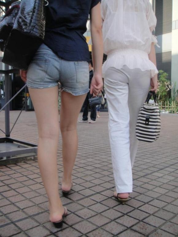ホットパンツ履いてる女の子の脚を見つけたらずっと目で追ってしまうwwwwwww【画像30枚】23_20190604021248505.jpg