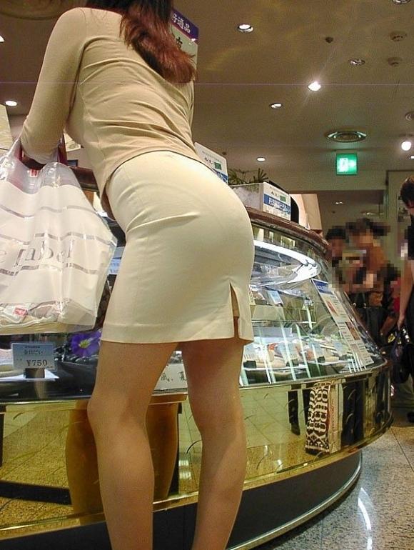【プリケツ】スカートがピチピチすぎてヒップラインが丸わかりになってるwwwwwww【画像30枚】23_201908310232367f4.jpg