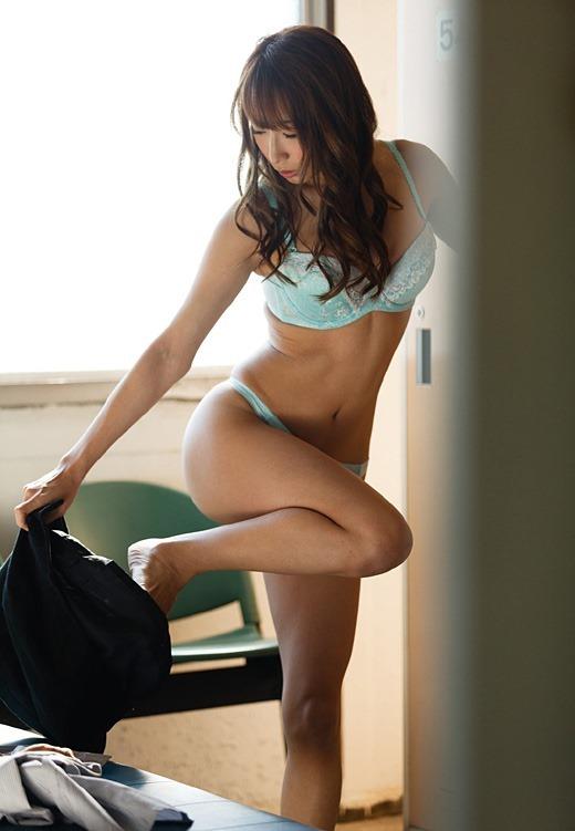 【脱衣中】男の感情をくすぐるwwwエロく服を脱いでくる女の子のテクニックwwwwwww【画像30枚】23_20190910010209475.jpg