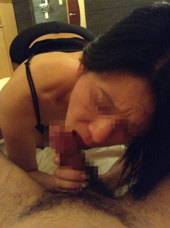 【流出画像】貴重すぎる!素人女子のフェラチオ姿を晒されてこの先普通に生きていけるのかが心配になるwwwwwww【画像30枚】23_20191012113750119.jpg