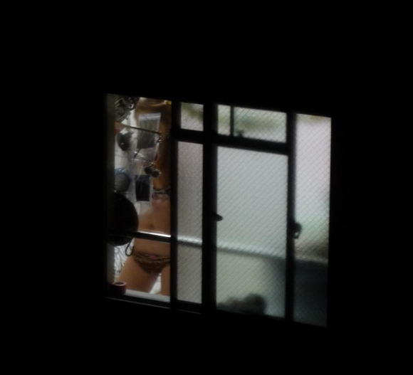 【民家盗撮】普通の家の窓から盗み撮りした女の子の裸がコレwwwwwww【画像30枚】24_20180921223121d68.jpg