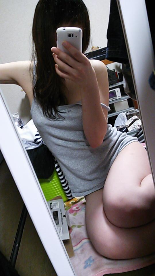 【素人自撮り画像】鏡を使って自撮りしてる女の子のエロさが異常wwwwwww【画像30枚】24_20180922222626264.jpg