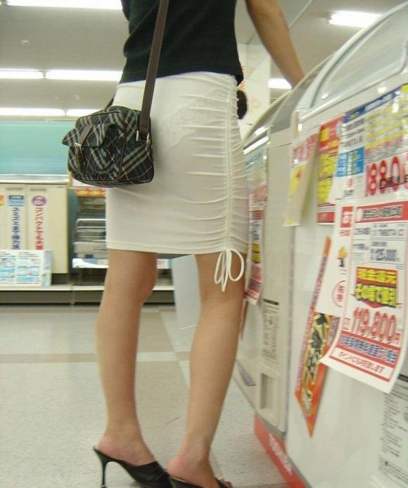 【残暑】暑いからパンティ透けちゃうレベルの薄着になる女子wwwwwww【画像30枚】24_20181002021244761.jpg