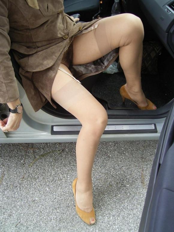 車に乗るときはパンチラしやすい法則を発見したったwwwwwww【画像30枚】24_20181216020729be6.jpg