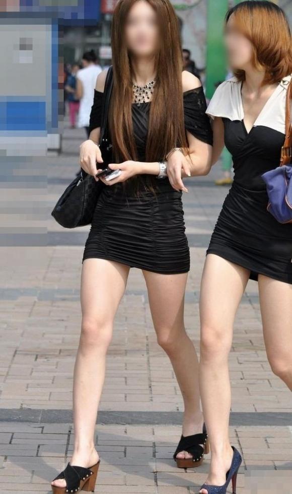 短いスカートを履いてパンチラさせにきてる女の子wwwwwww【画像30枚】24_20190502014517095.jpg
