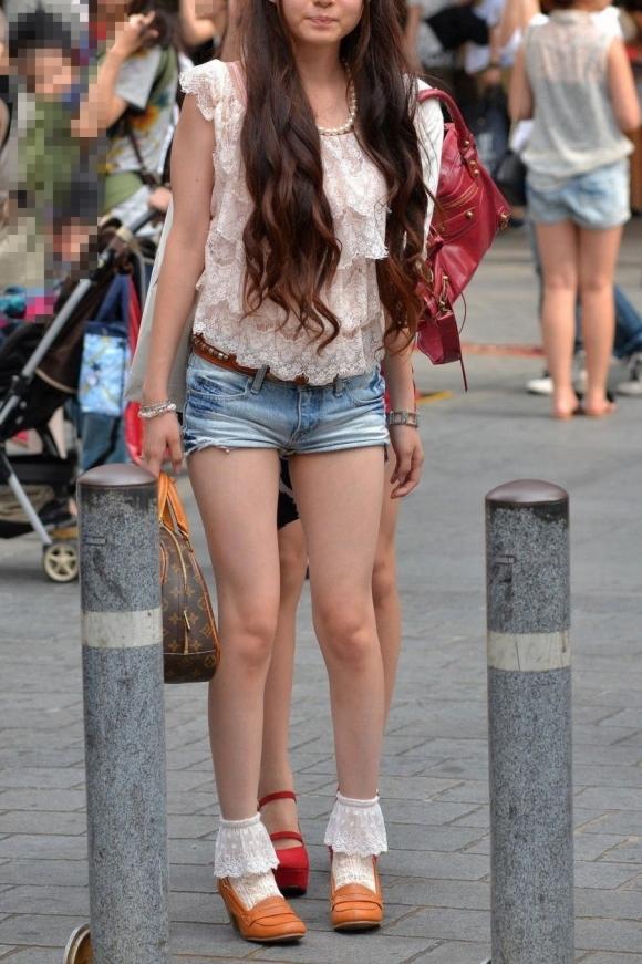 暑くなると素人の生脚が増えてきて外出するのが楽しくなってくるwwwwwww【画像30枚】24_20190519130903f85.jpg