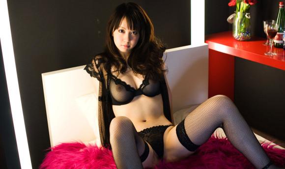 黒いランジェリーを着てる女の子がセクシーすぎる!【画像30枚】24_201906301514093d6.jpg