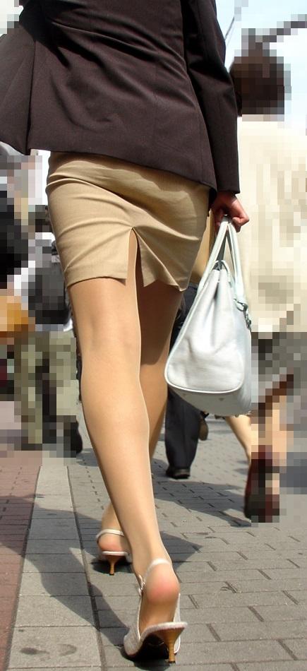 スカートの隙間からエロい脚が見えたら思わず凝視してしまうwwwwwww【画像30枚】24_20190703021312469.jpg