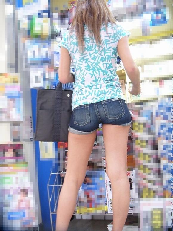 ホットパンツ着てる女の子がいたら絶対に凝視してしまうwwwwwww【画像30枚】24_20190718010931130.jpg