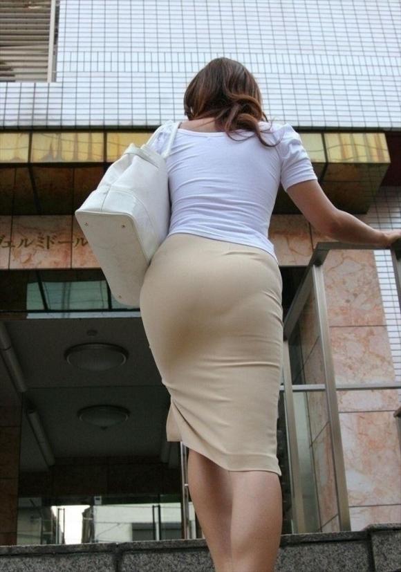 仕事始めでOLのタイトスカートを久しぶりに見れるのが唯一の楽しみwwwwwww【画像30枚】24_20200104221026d96.jpg
